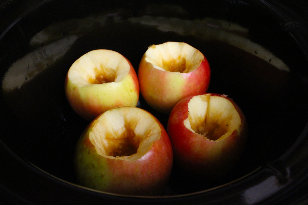 crockpot-stuffed-apples-07